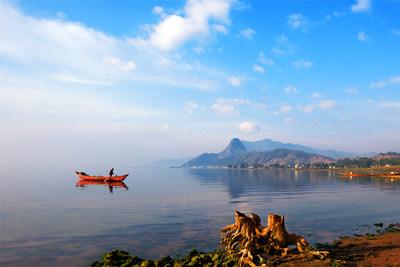La foto muestra el paisaje del lago Fuxian, en Yuxi, provincia de Yunnan, al suroeste de China. (Foto: Jin Yunlong) (PRNewsfoto/Xinhua Silk Road)